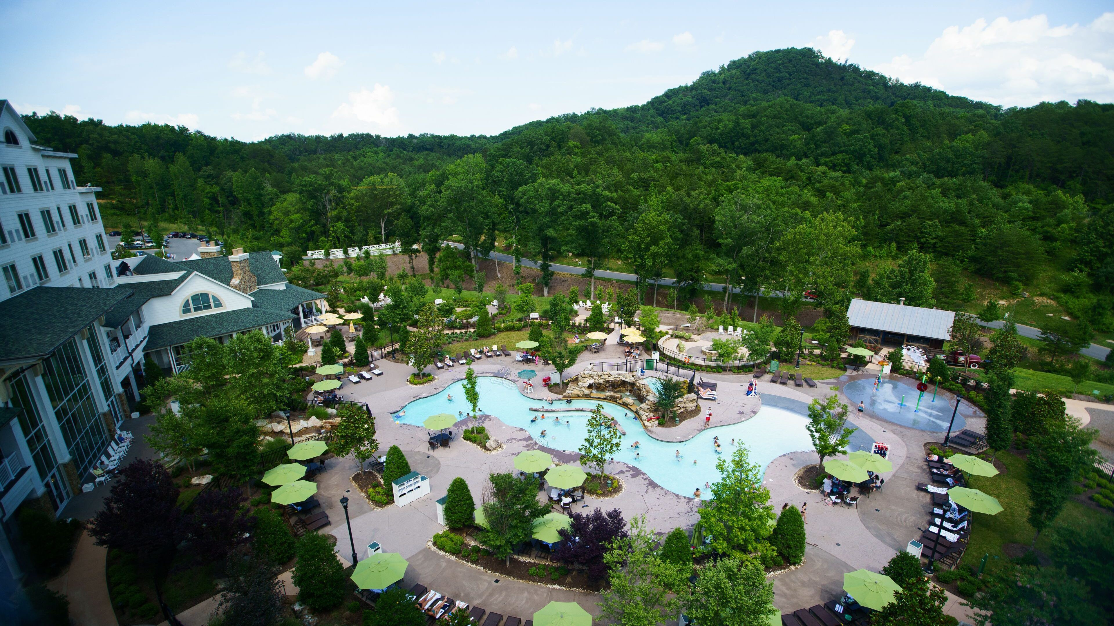 Choose a hotel with its own water park for your Tennessee adventure