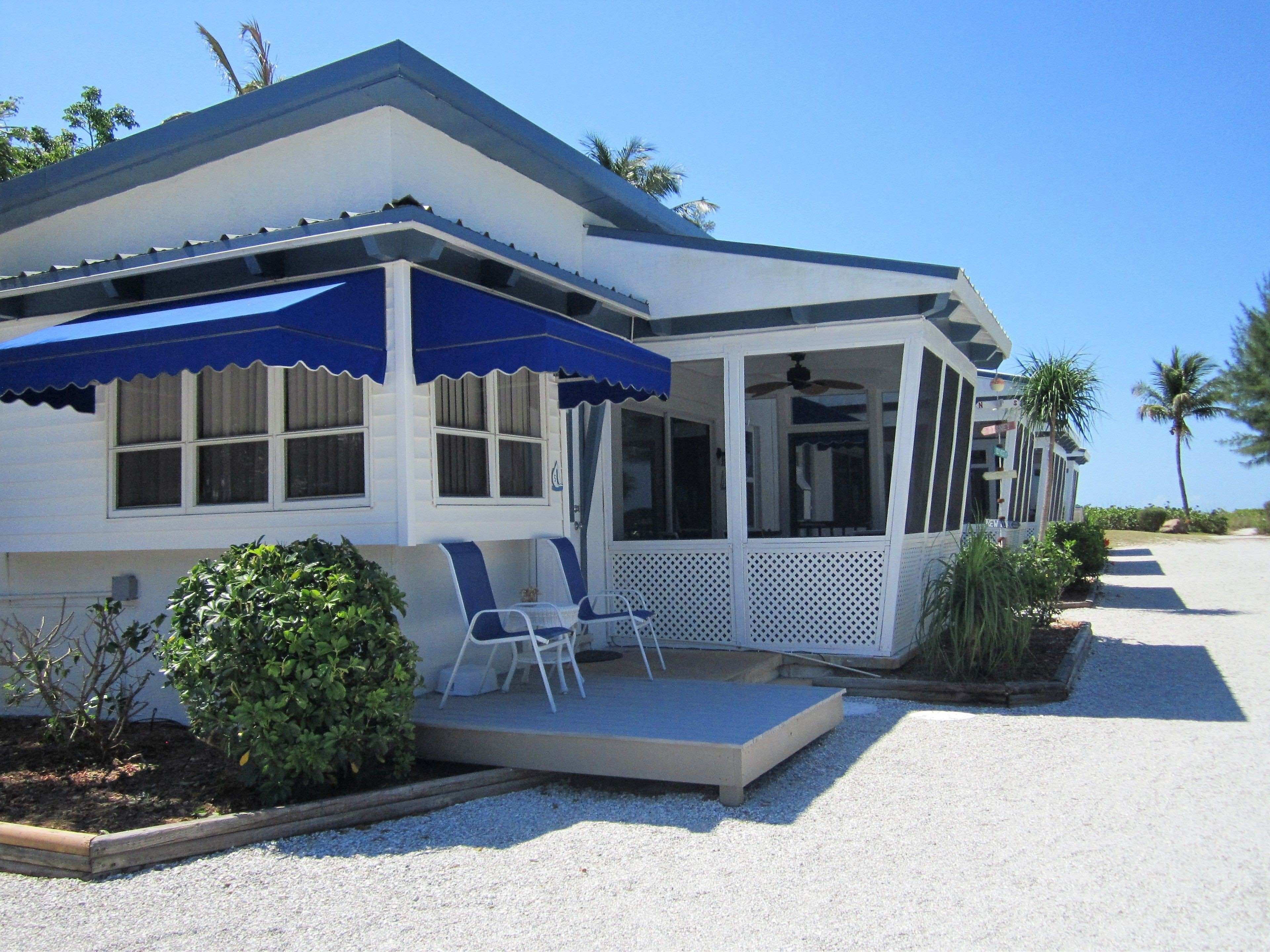 Courtesy of Tropical Winds Motel and Cottages / Expedia