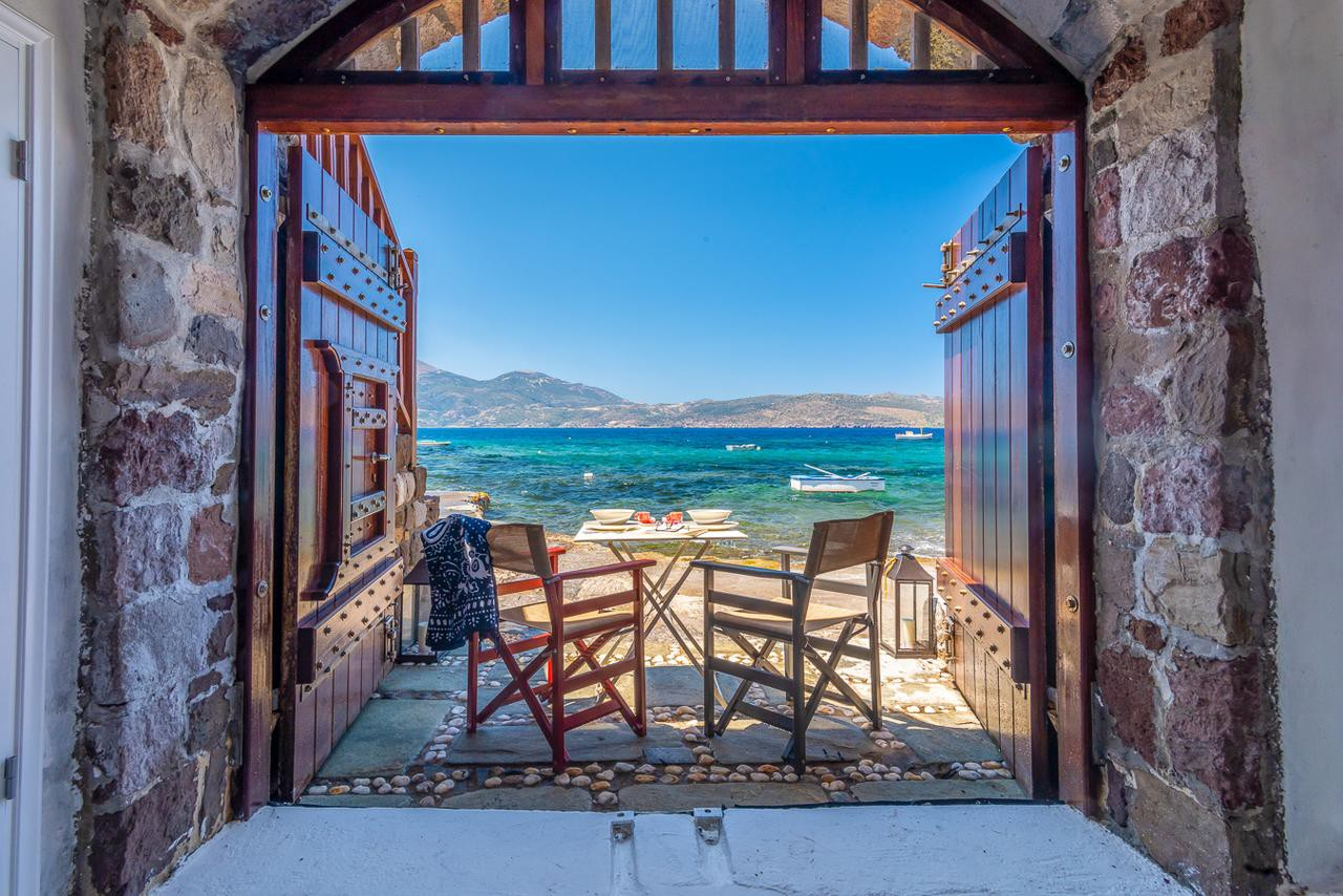 Courtesy of Neosikos Amazing Beach House In Milos Island / Booking.com