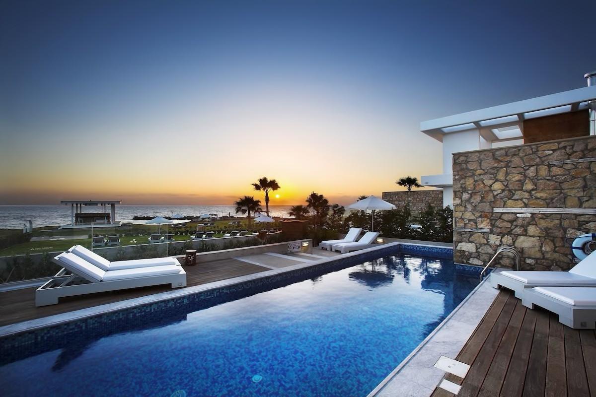 Courtesy of Paradise Cove Luxurious Beach Villas / Expedia