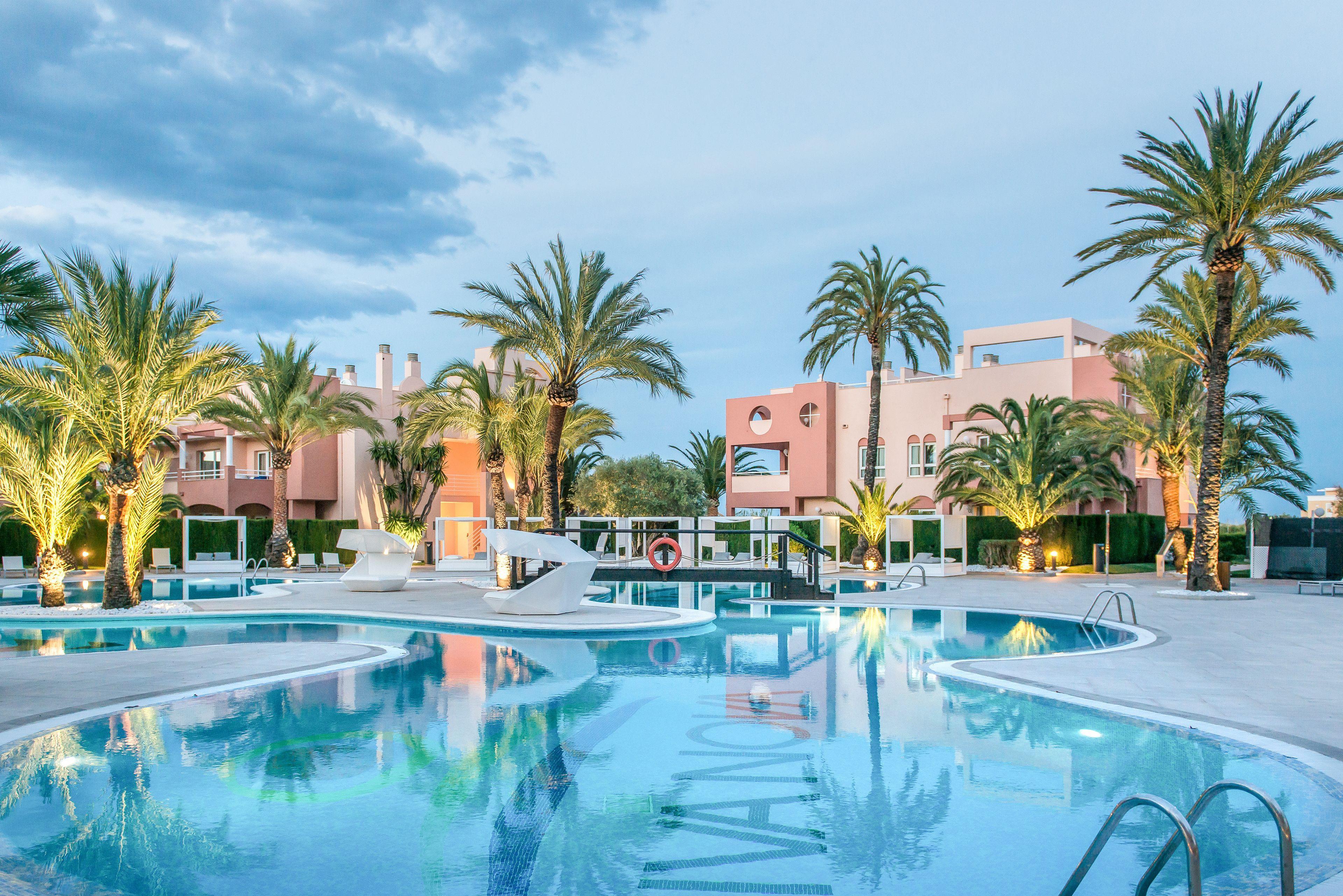 Courtesy of Oliva Nova Golf Beach & Golf Hotel / Expedia