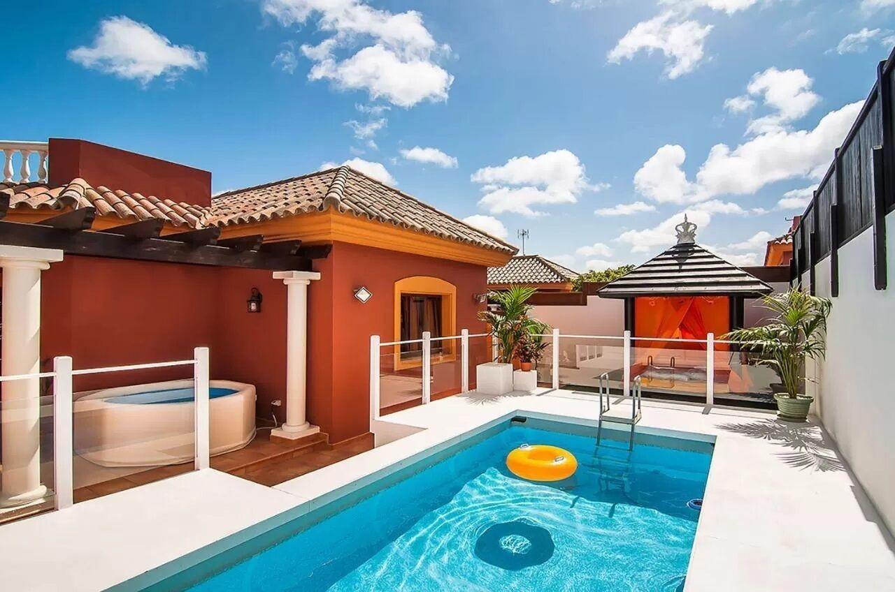 Orange Light Villa