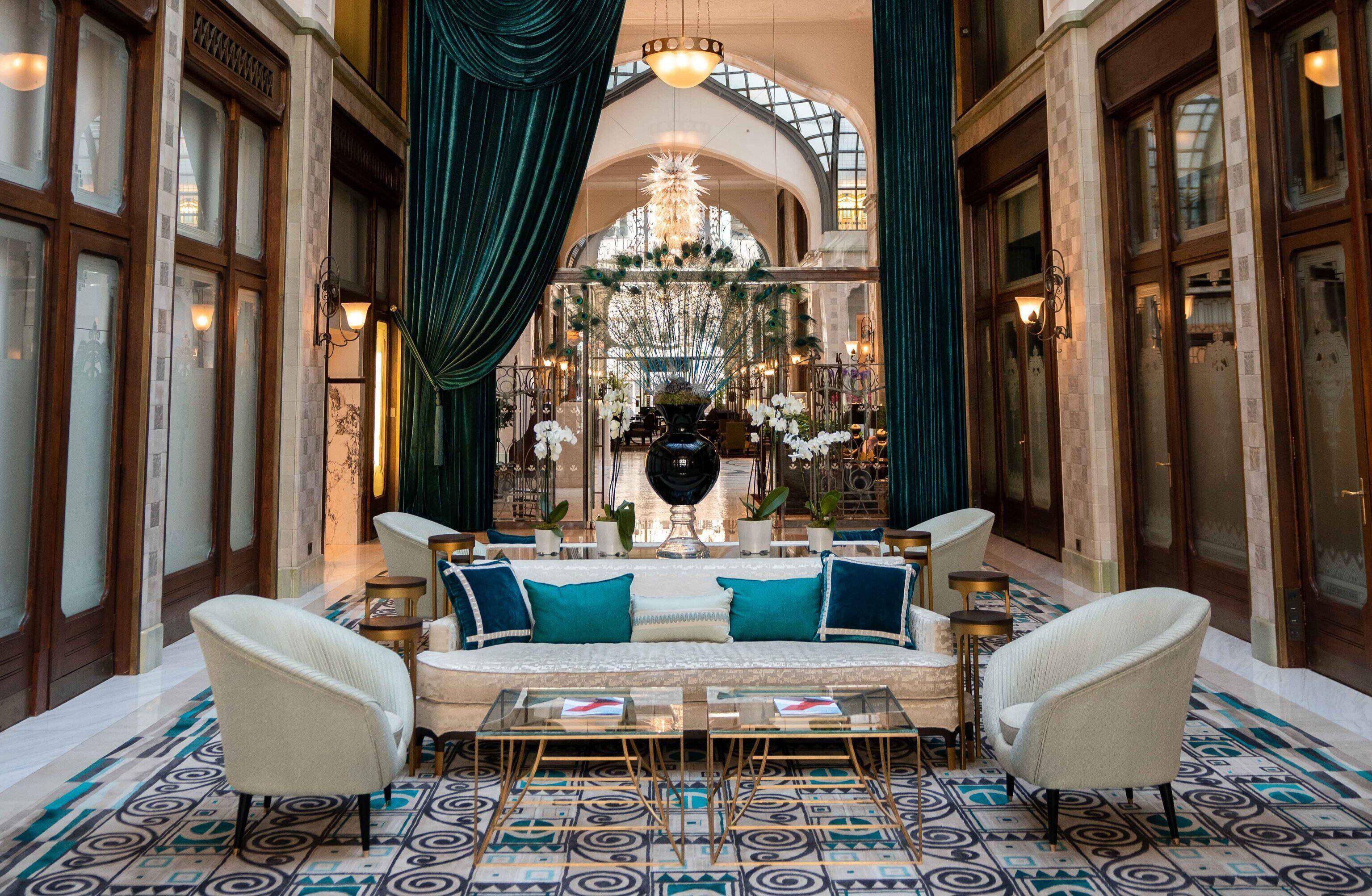 Courtesy of Four Seasons Hotel Gresham Palace Budapest / Expedia