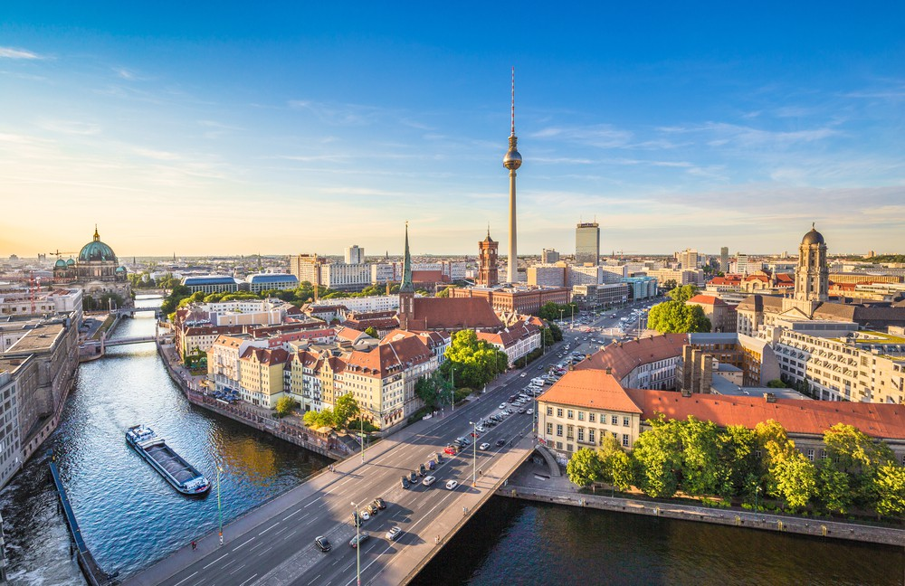 Aerial view of Berlin skyline and Spree river | © canadastock/Shutterstock