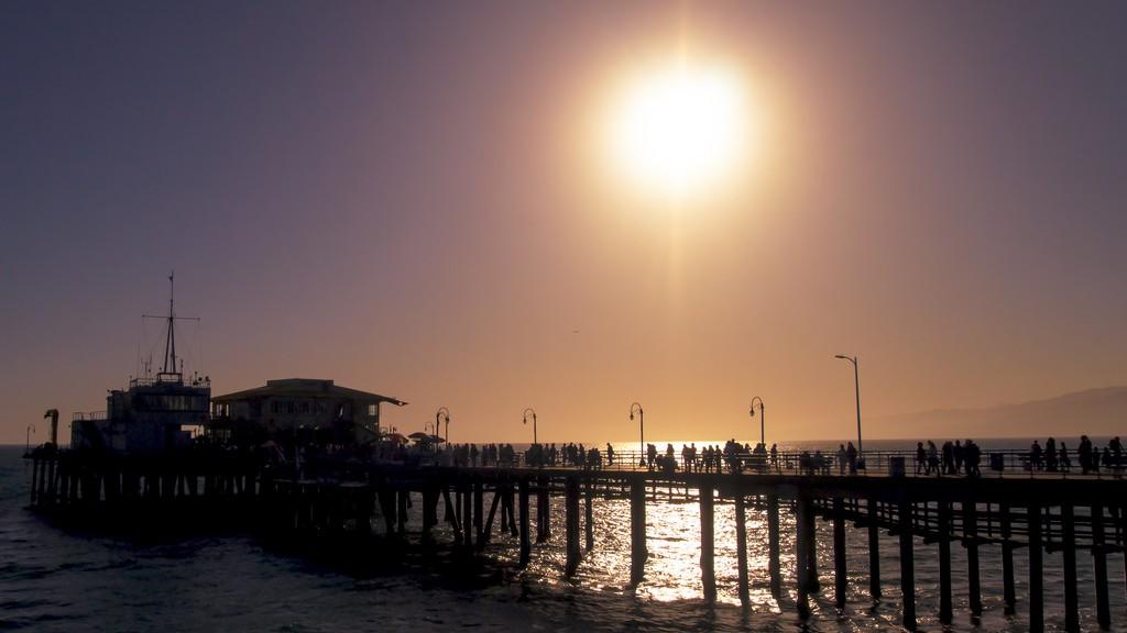 Sunset at Santa Monica Pier | © Ian D. Keating/Flickr
