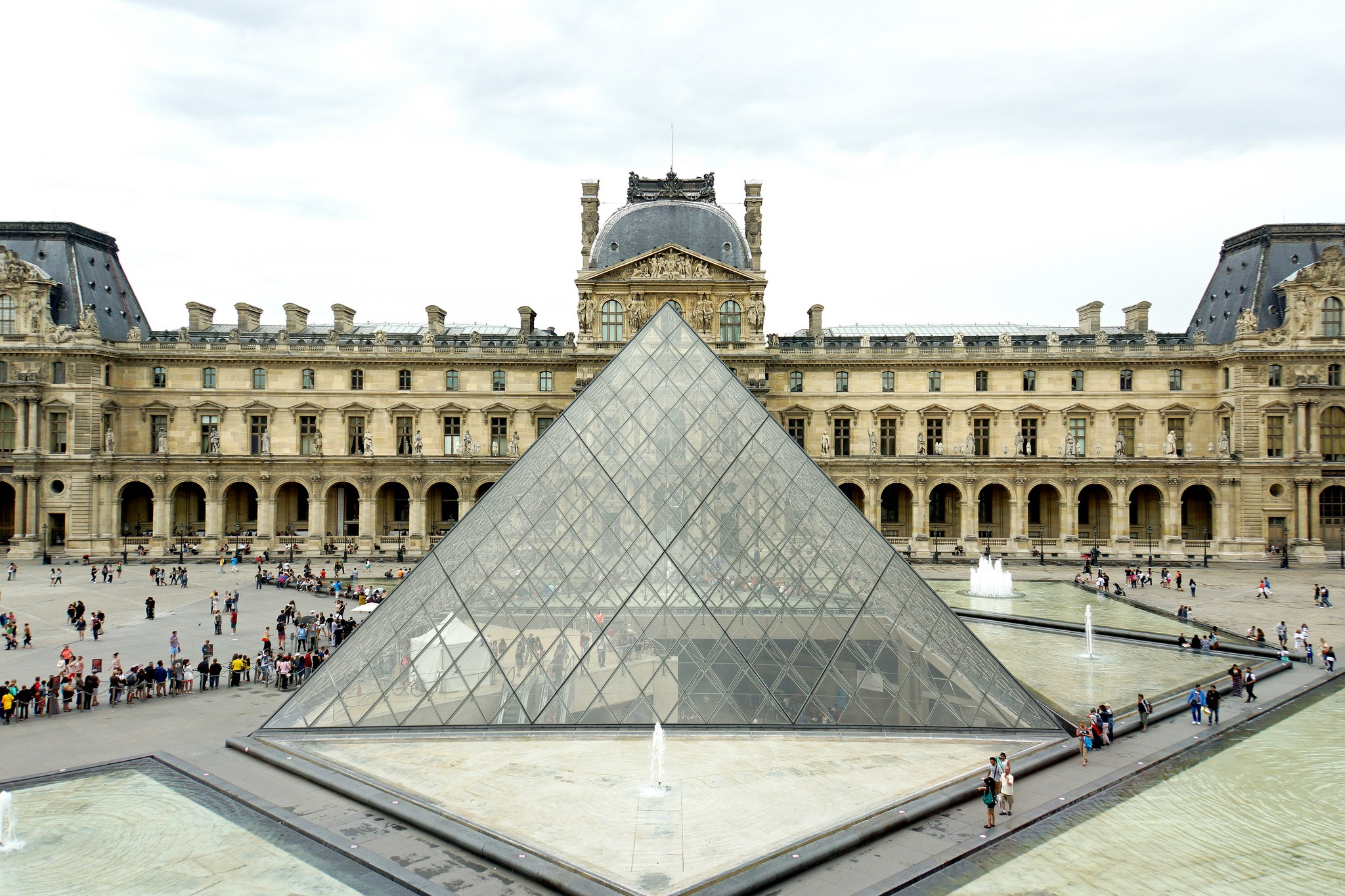 leoh Ming Pei's glass pyramid at The Louvre | © Denis Jarvis / flickr