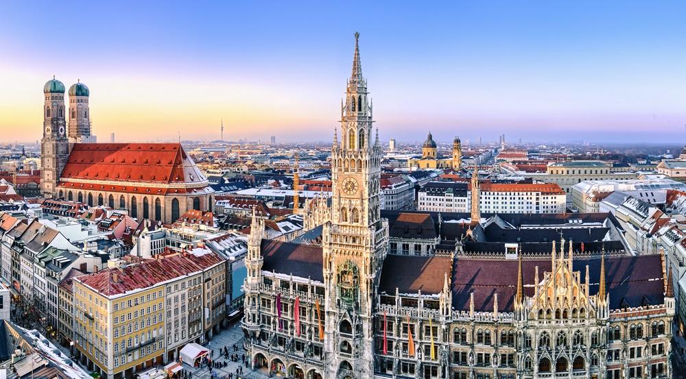 Panorama view of Munich city center    © Mapics/Shutterstock