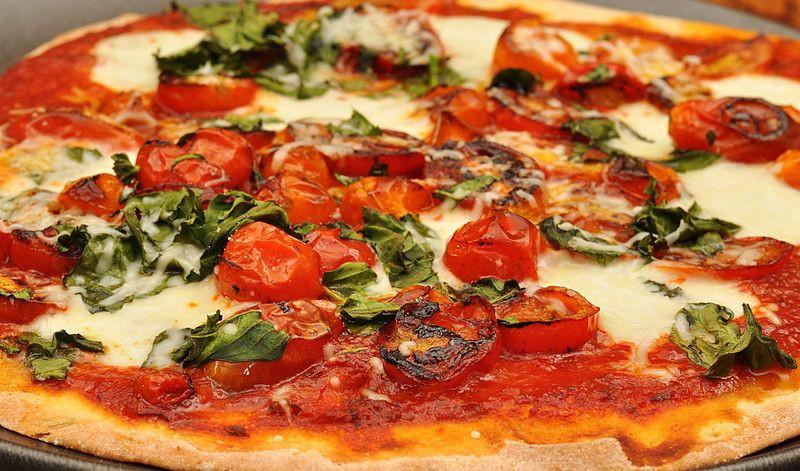 Fresh pizza | © jeffreyw/WikiCommons