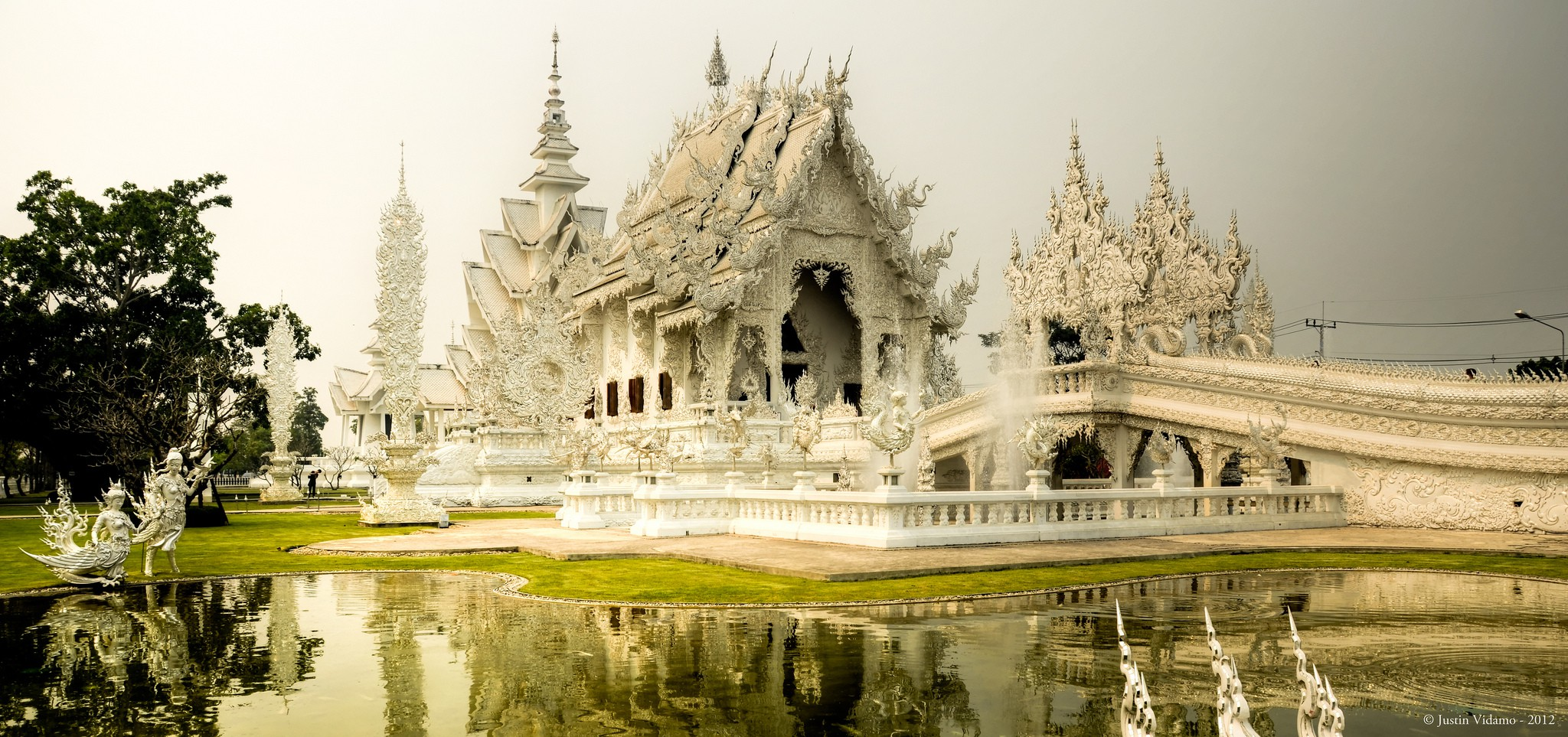 The White Temple, Chiang Rai, Thailand | © Justin Vidamo/Flickr