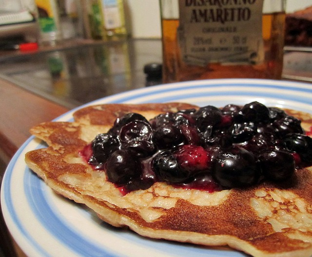 Blueberry pancakes © Annie Mole/Flickr