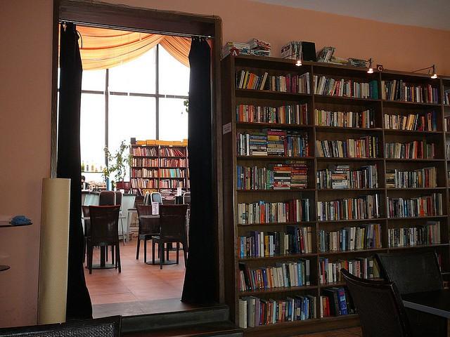 Bookworm cafe 1 © Stephenrwalli/Flickr