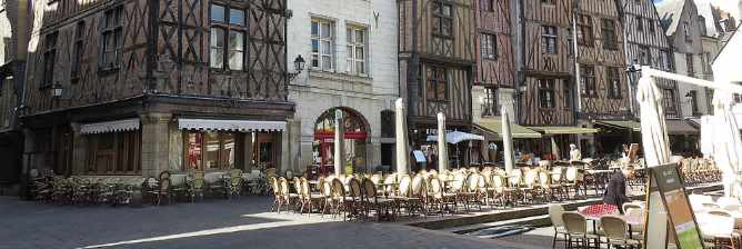The 10 Best Bars In The Loire Valley, France