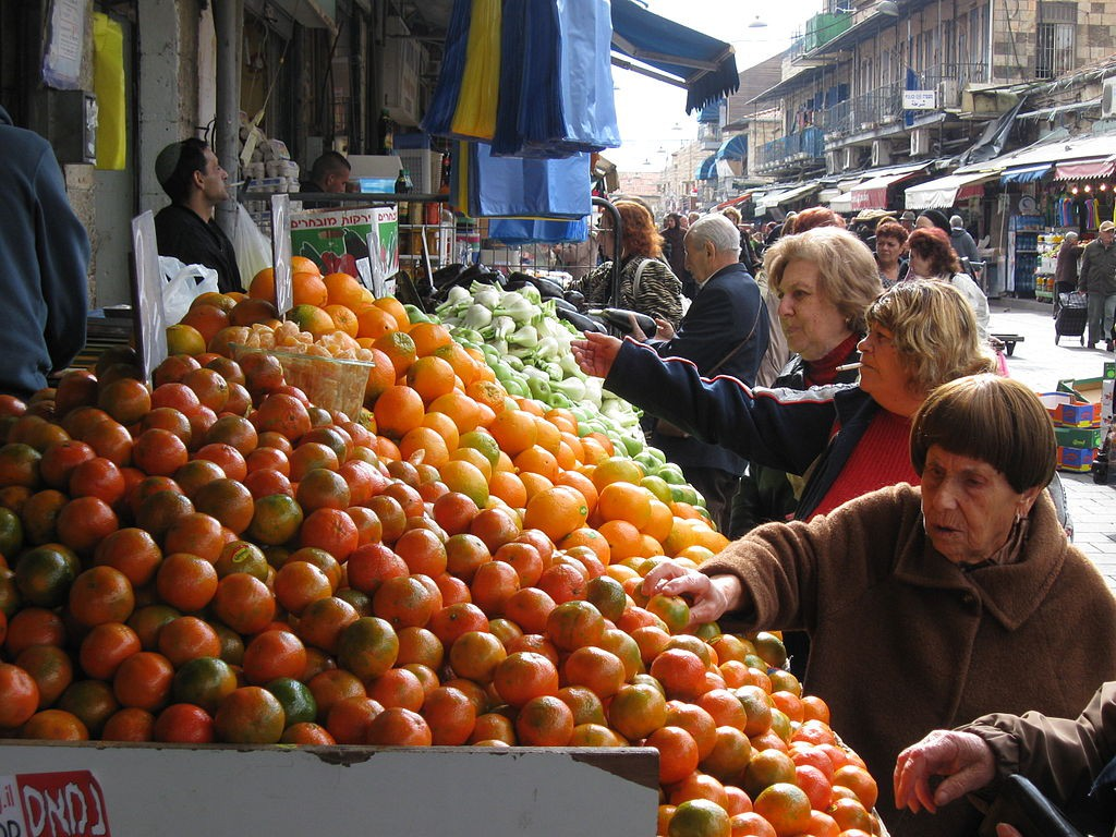 Machane Yehuda Market Shoppers   © Yoninah/WikiCommons