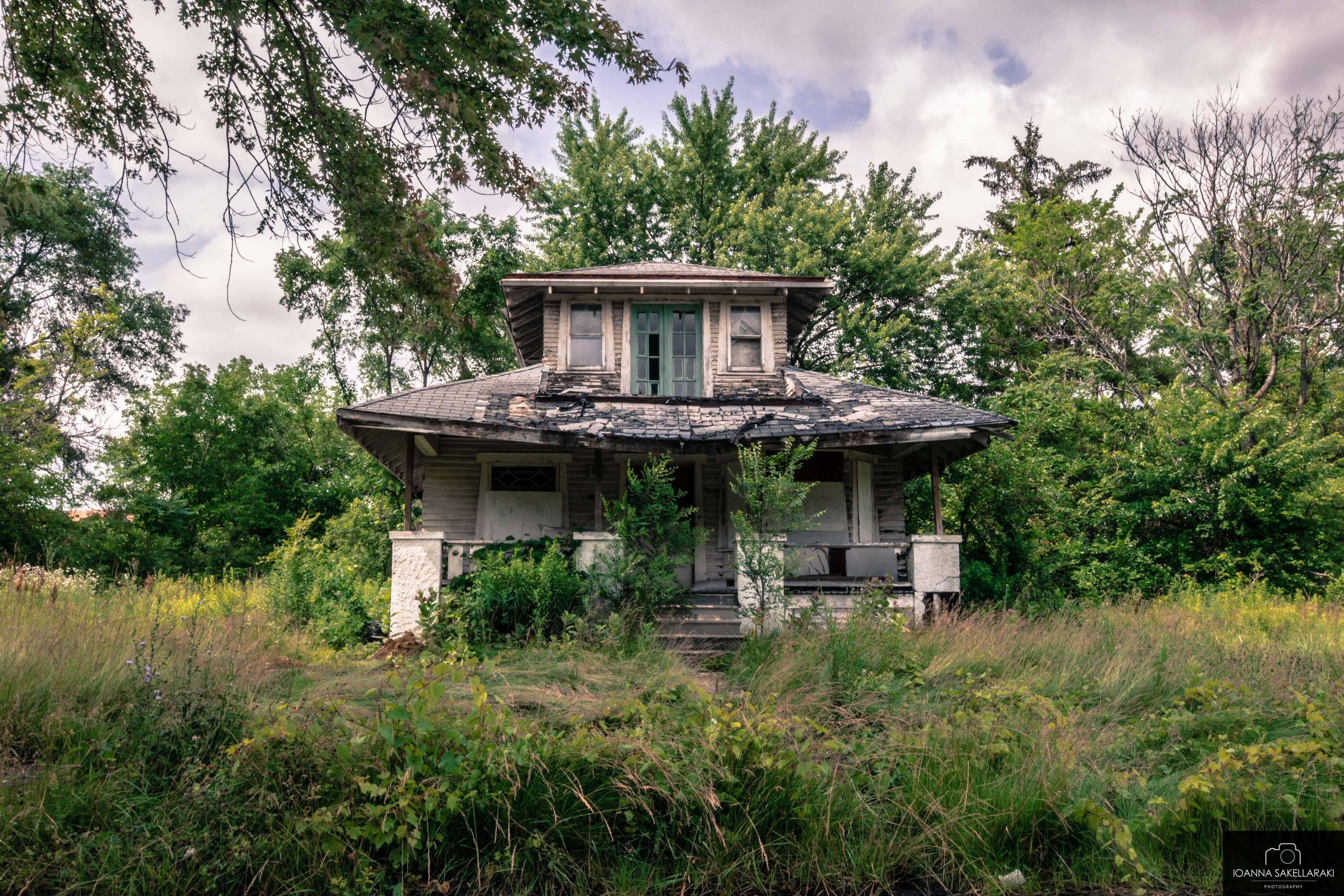 A Visual Tour Through Detroit's Historical Ruins