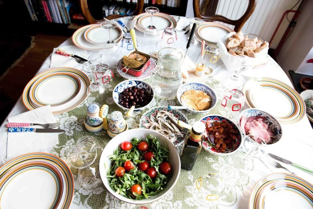 Bookalokal Table Setting | © Bookalokal