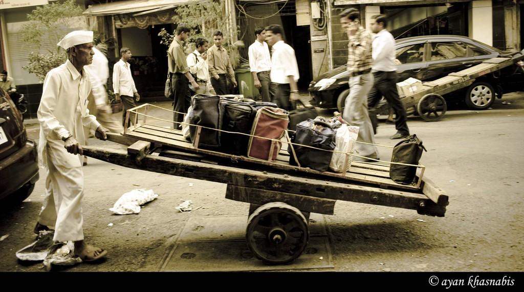 A dabbawala and his wooden crate   ©  Ayan Khasnabis/Flickr