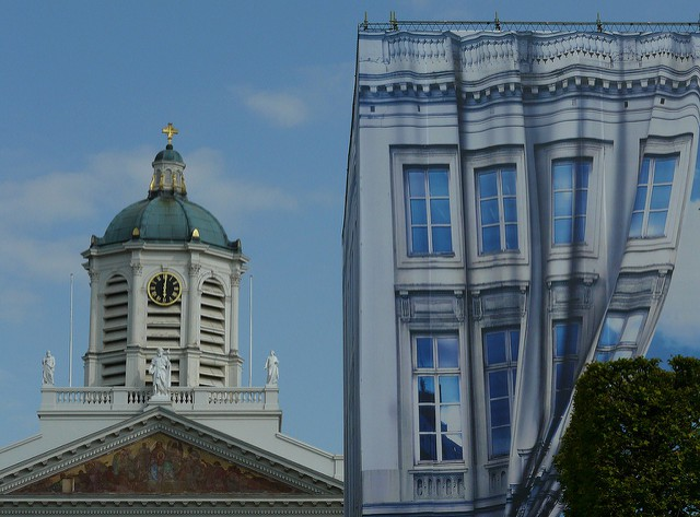 Saint Jacques-sur-Coudenberg and the Magritte Museum side by side | © Eddy Van 3000/Flickr
