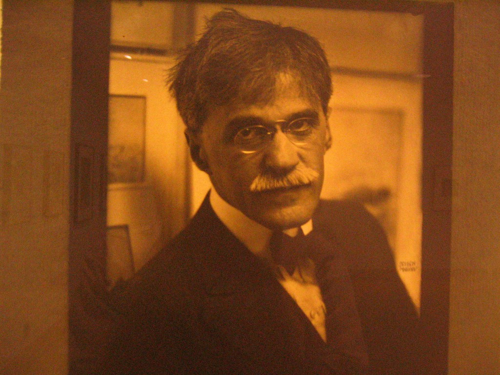 Portrait of a portrait of Alfred Stieglitz| © torbakhopper/flickr