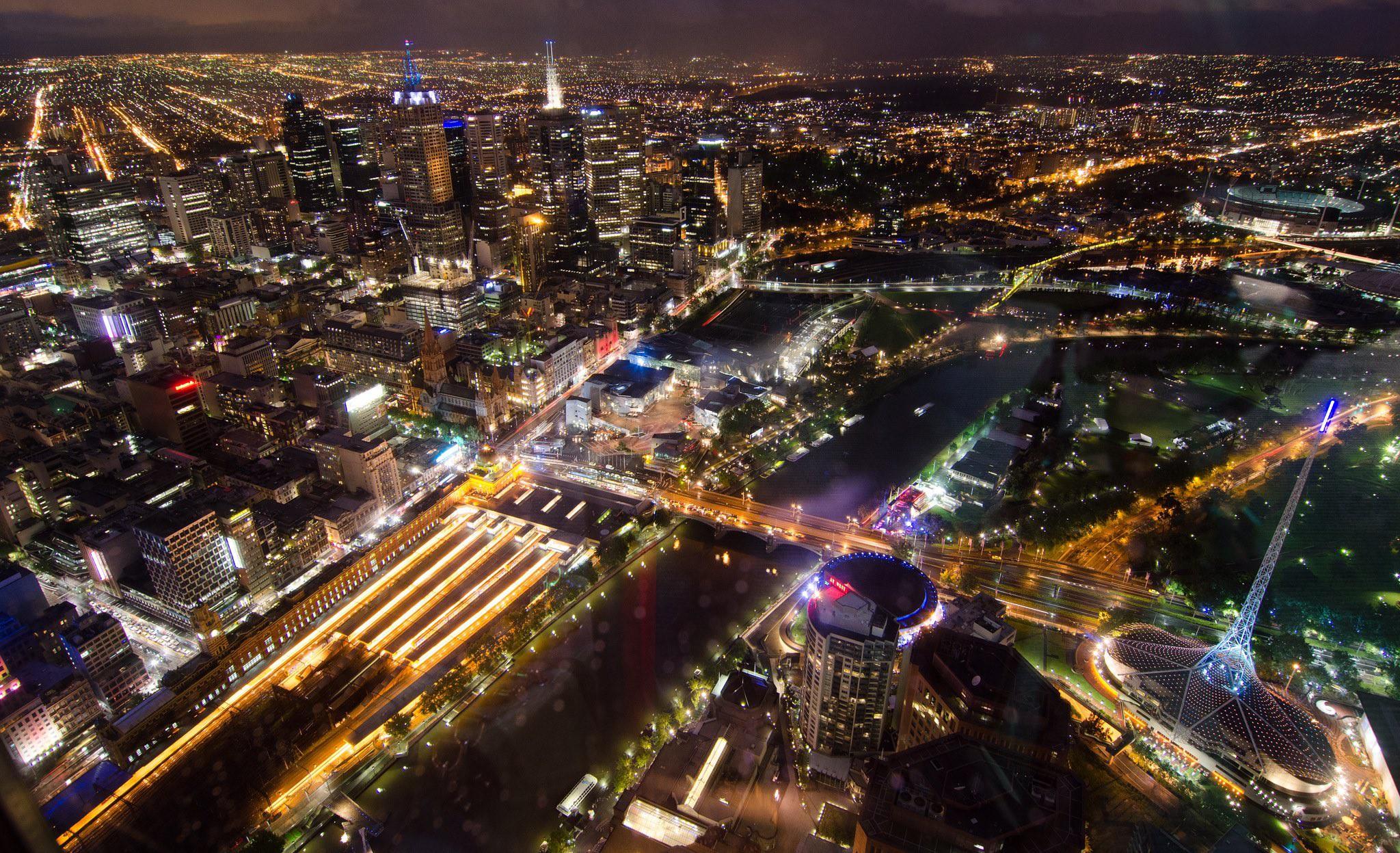 Melbourne CBD at night from Eureka Skydeck | © vincentq/Flickr