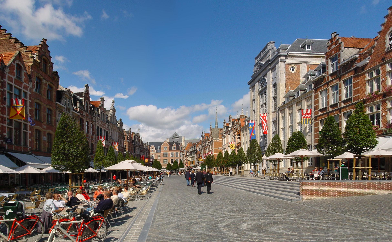 Leuven's Oude Markt, 'the longest bar in the world'