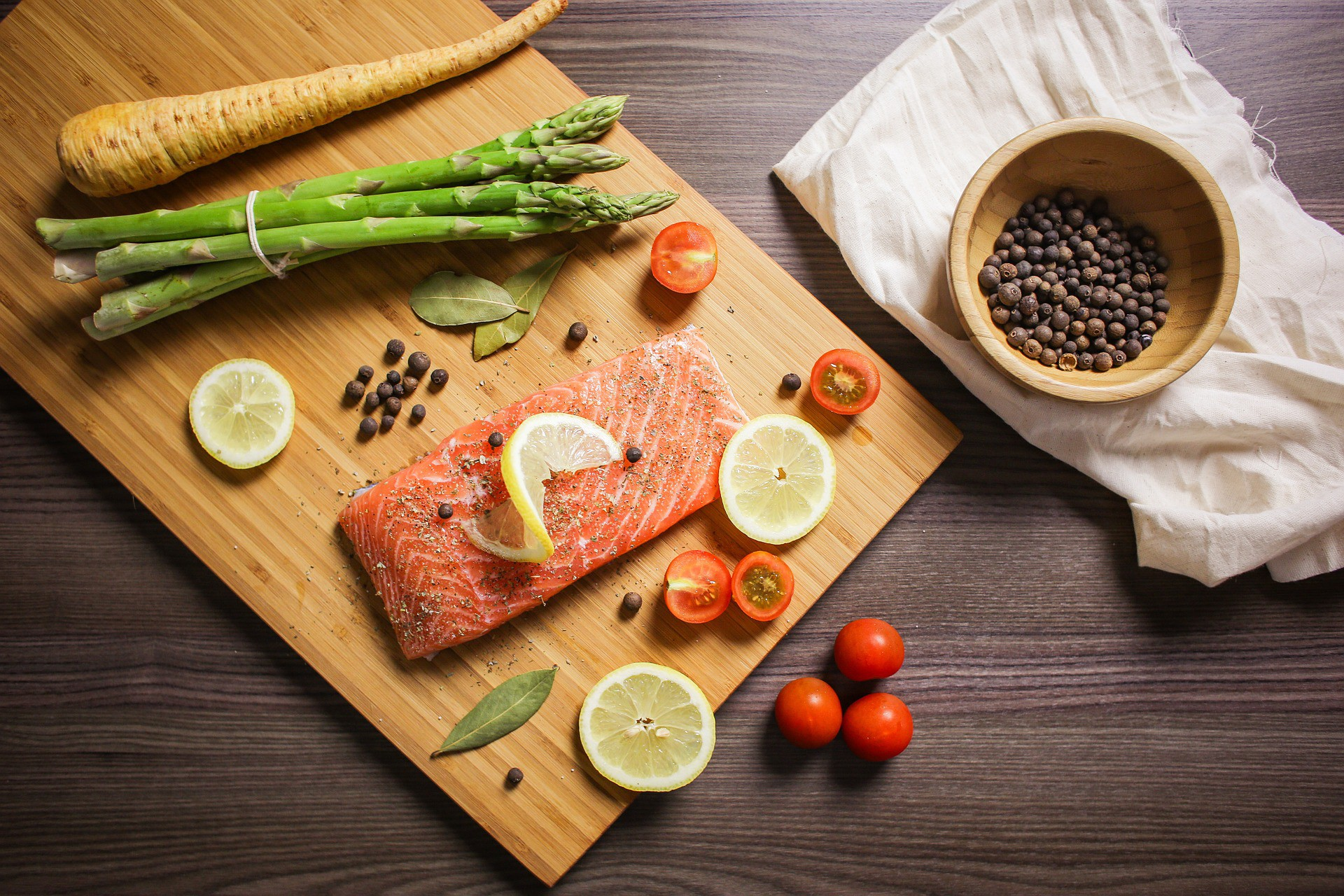 Salmon and veggies. via Pixabay