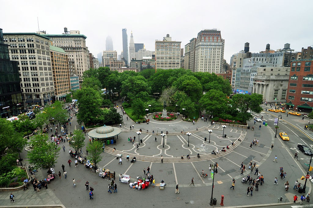 https://commons.wikimedia.org/wiki/File:1_new_york_city_union_square_2010.JPG