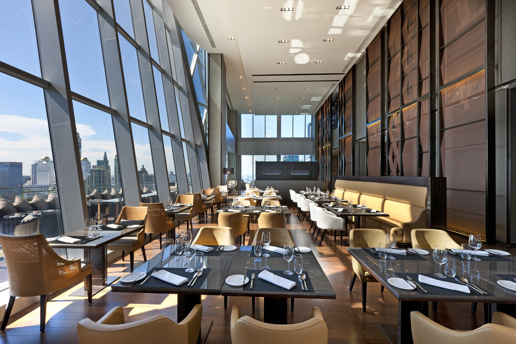 Up & Above Restaurant | © Courtesy of the Okura Prestige Bangkok