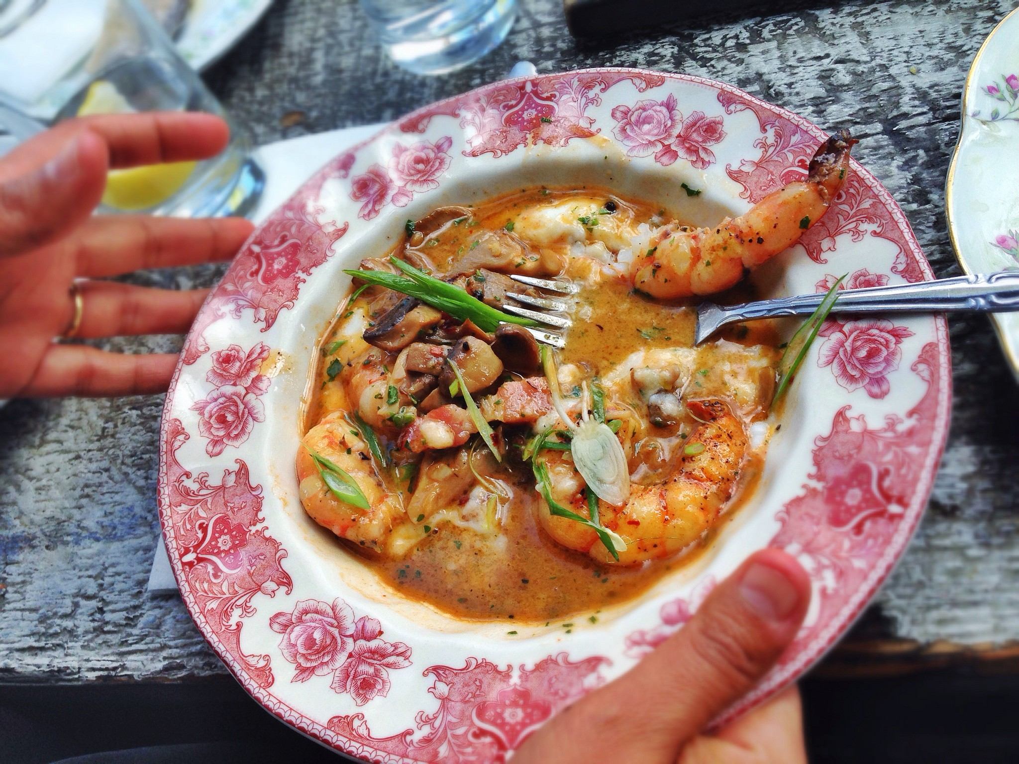 Shrimp and grits, bacon, mushroom, scallion | © T.Tseng/Flickr