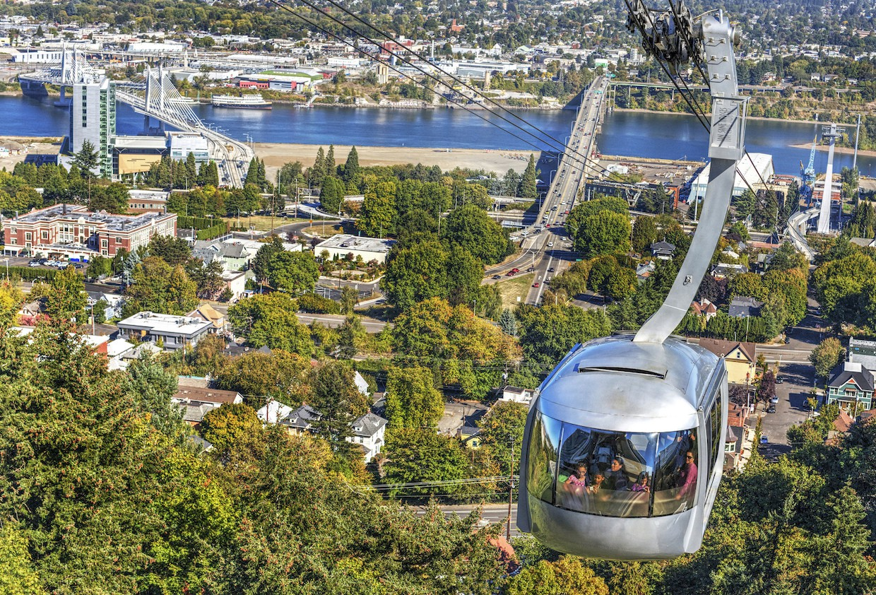 The Portland Aerial Tram approaching the station for docking | © Ian Sane / Flickr