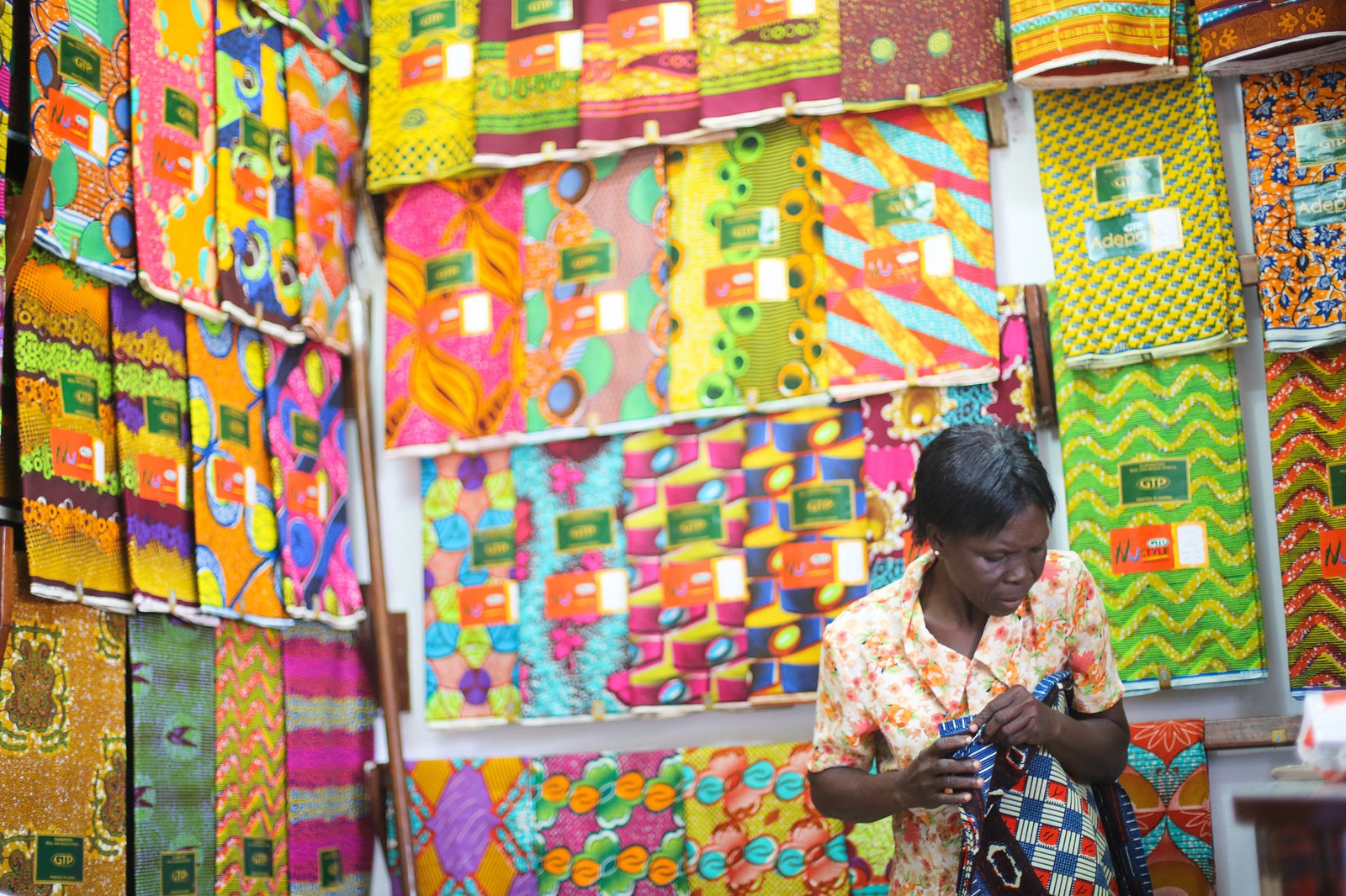 Textiles Trade at Makola Market © Yenkasa