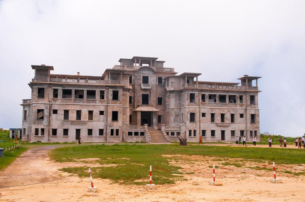The ruins of the Palace Hotel and Casino at Bokor Hill Station. Copyright: svetlana eremina/ shutterstock-com