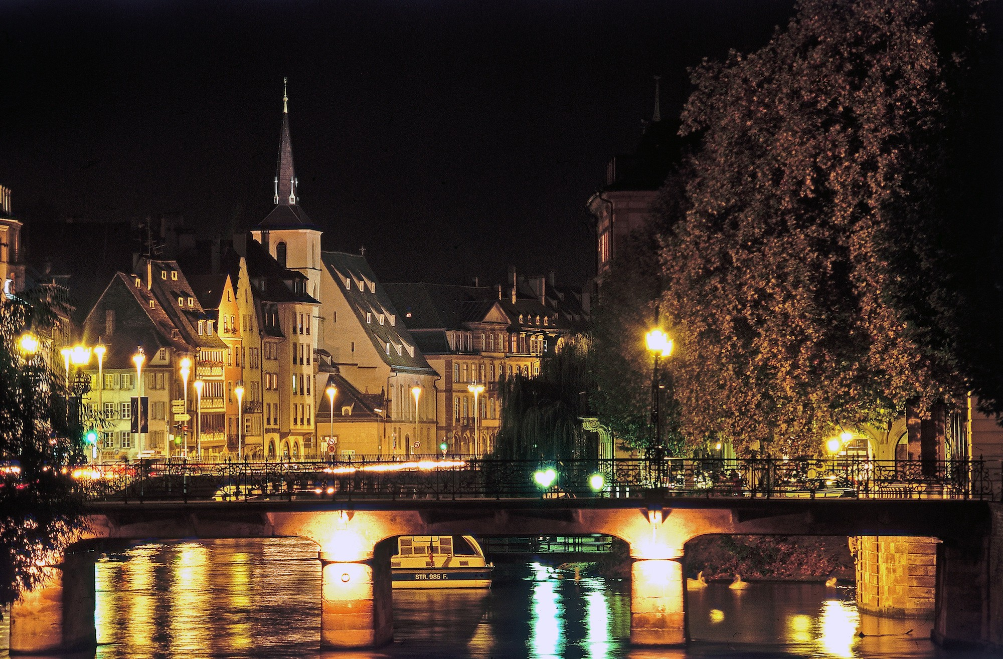 Quai Charles Frey and Saint Nicolas bridge in Strasbourg, France © Nicholas Hamm / OT Strasbourg
