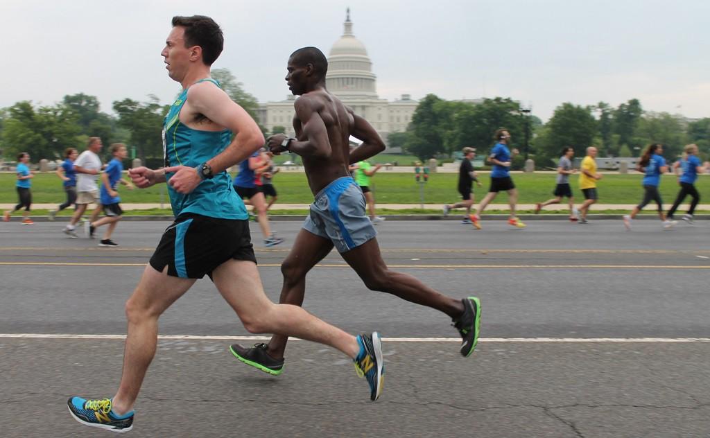 Running past history in DC | © Elvert Barnes / Flickr