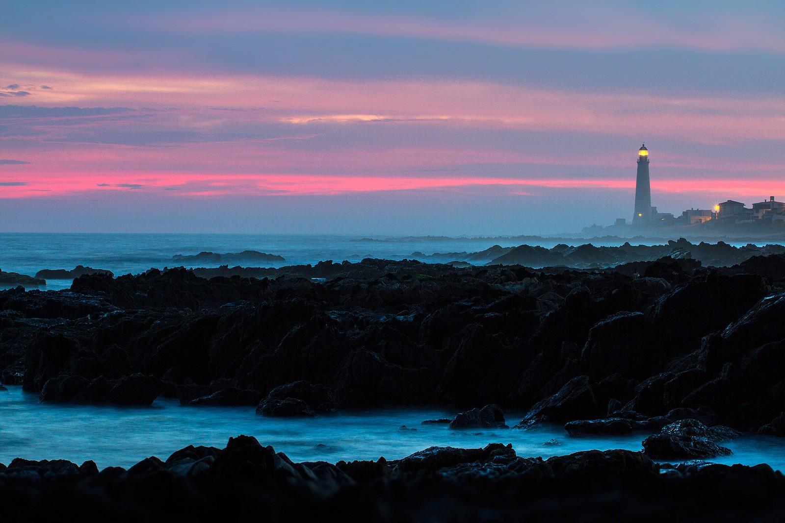 La Paloma lighthouse at sunset © Marcelo Campi / Flickr