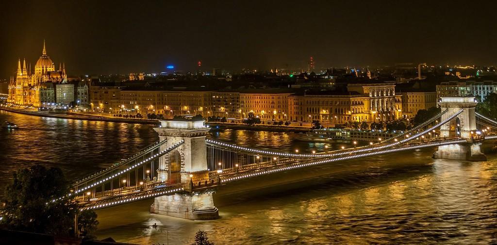 Chain Bridge | © Blizniak / Pixabay