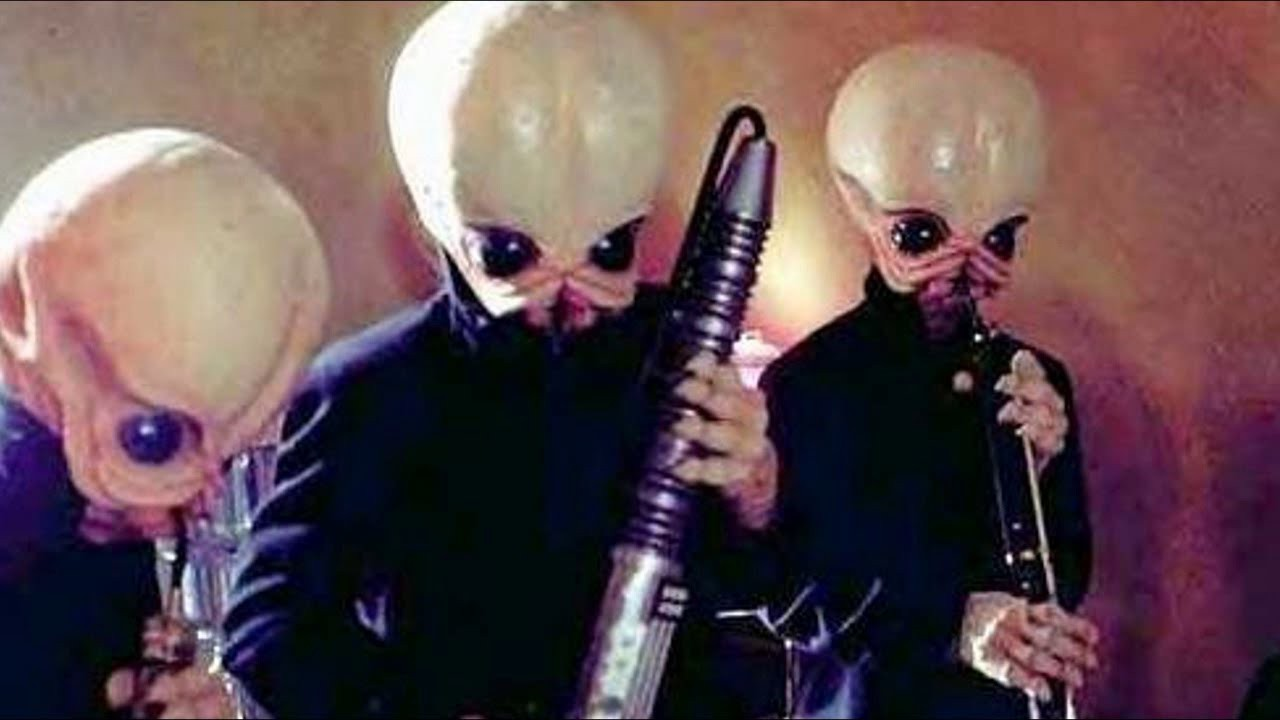 Figrin D'an and the Modal Nodes performing 'Cantina Band' | © Star Wars