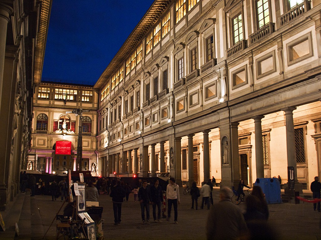 Uffizi by night, Kevin Poh, Flikr