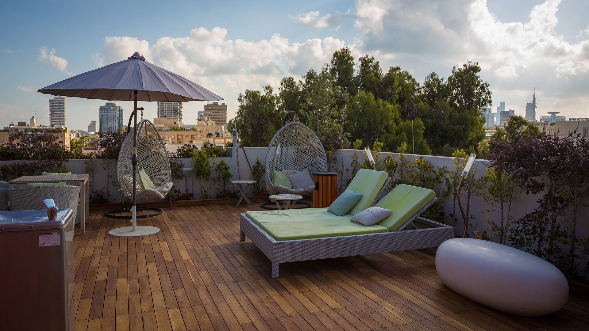 Enjoy a drink on the rooftop of Tel Aviv's Shenkin Hotel | © Shenkin Hotel Courtesy PR