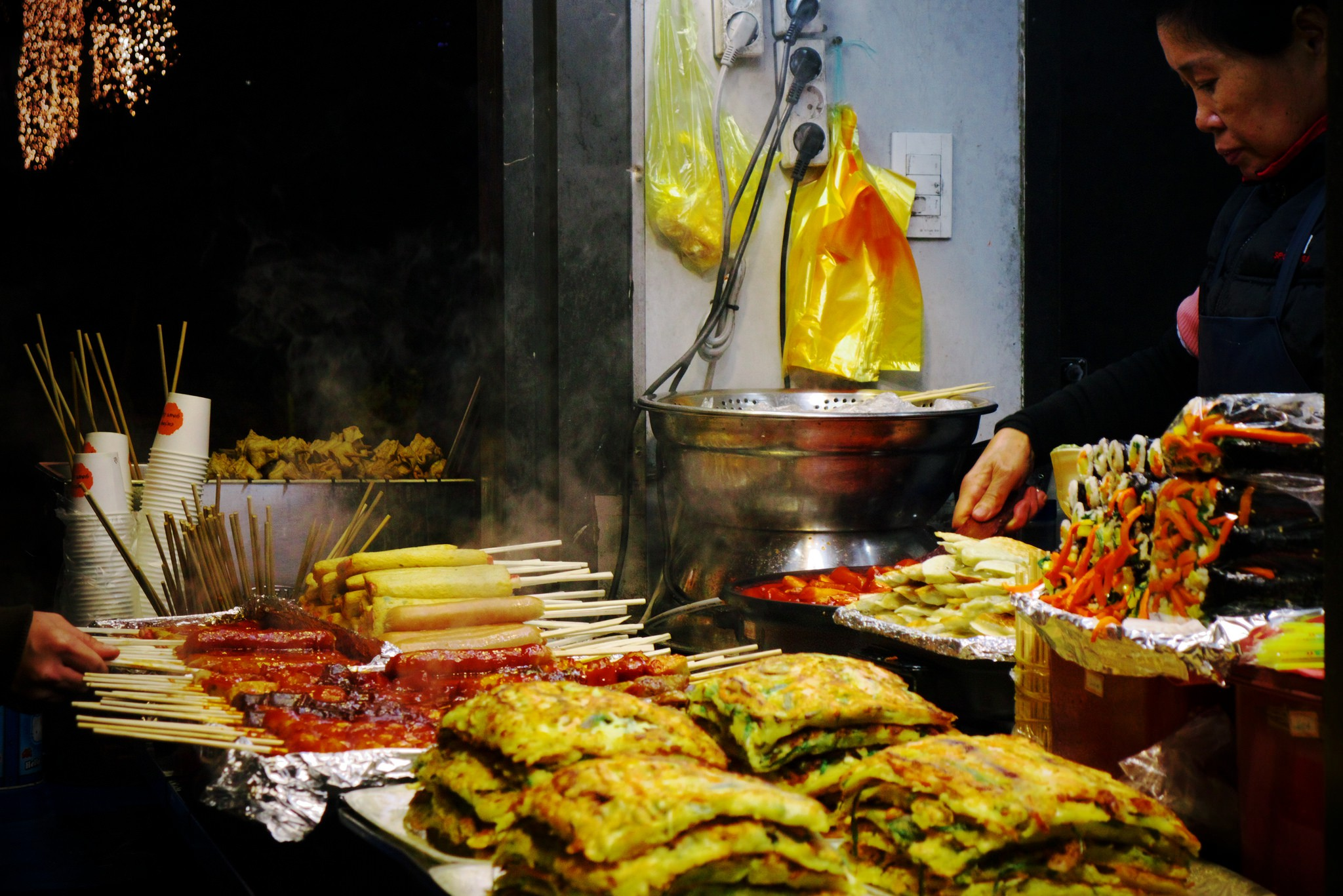 Nighttime snack in Busan   © travel oriented / Flickr