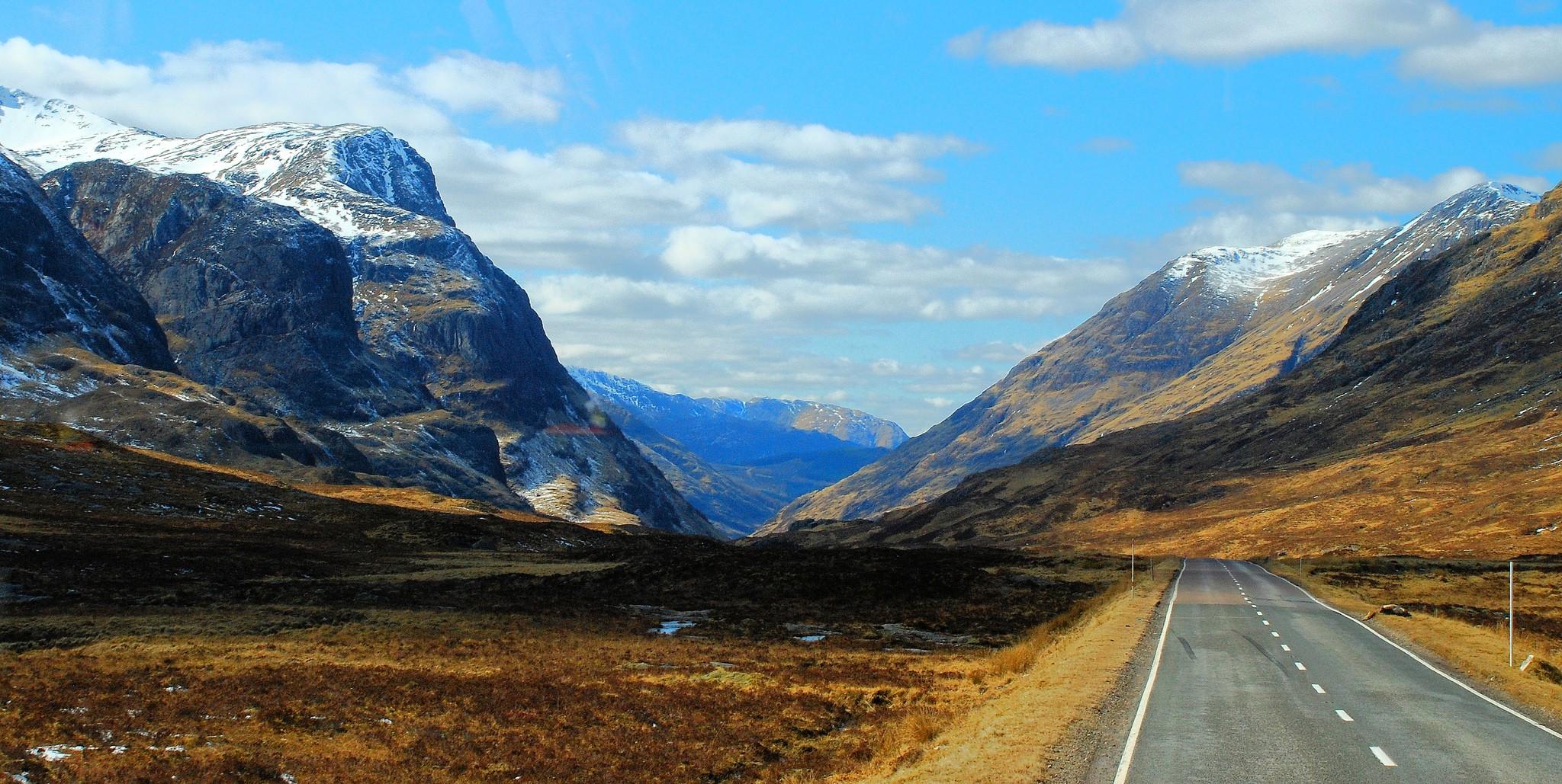 Glencoe Coach View   © Richard Szwejkowski/Flickr