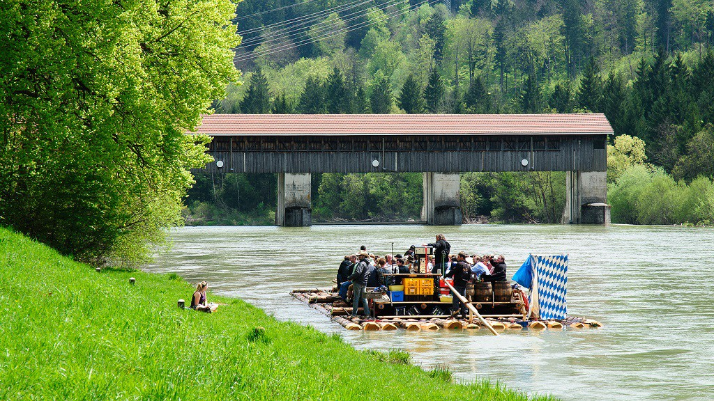"""<a href=""""https://www.flickr.com/photos/syntaxys/8713491644/"""" target=""""_blank"""">Floating down the Isar 