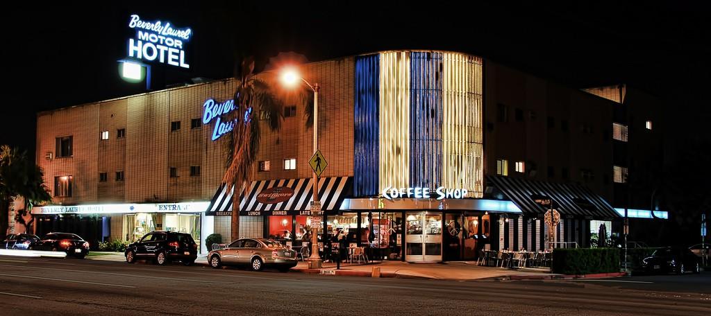 Swingers Diner and Beverly Laurel Motor Hotel | © fourbyfourblazer / Flickr