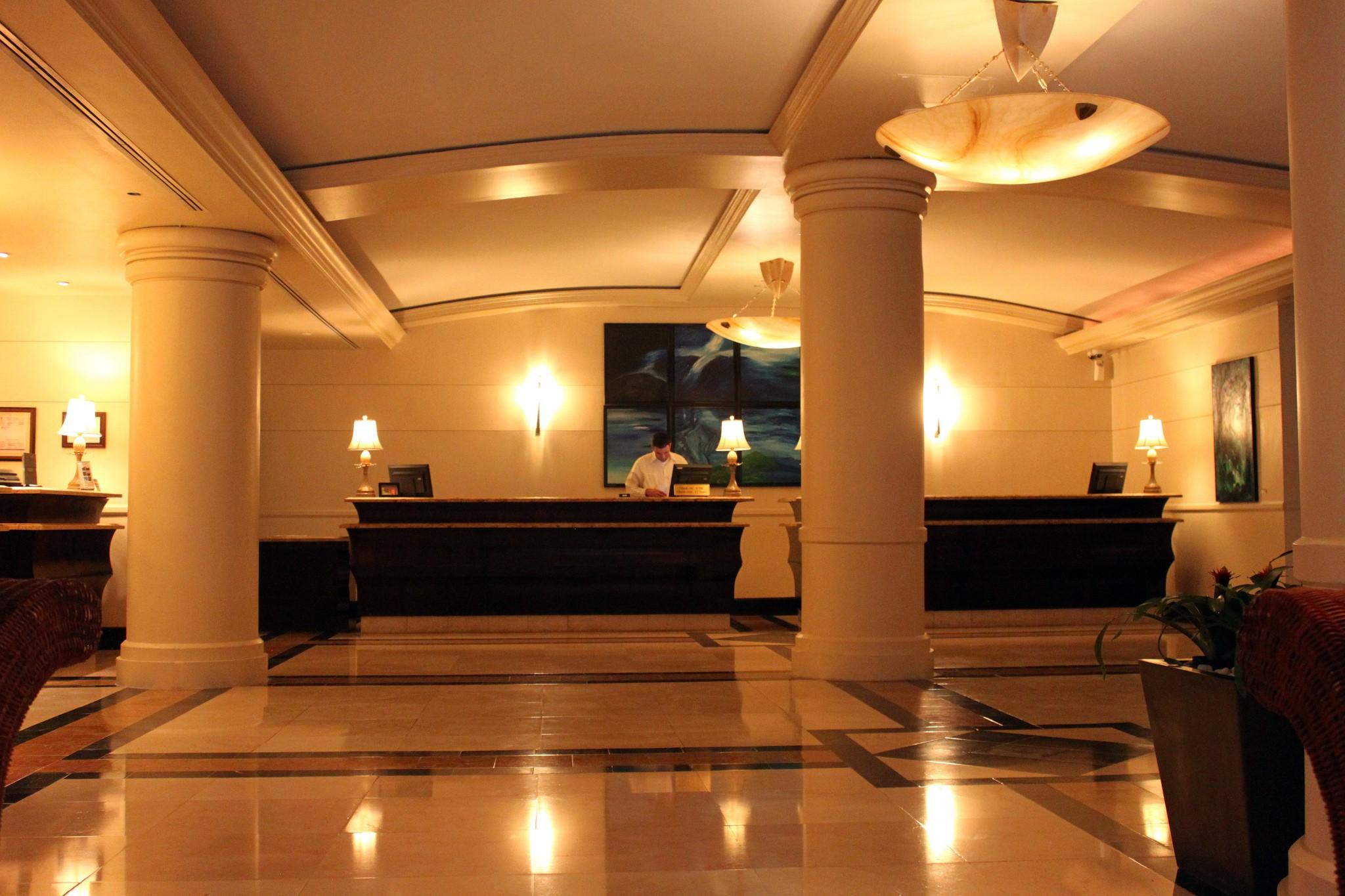 Intercontinental Resort hotel lobby | © Prayitno/ Flickr