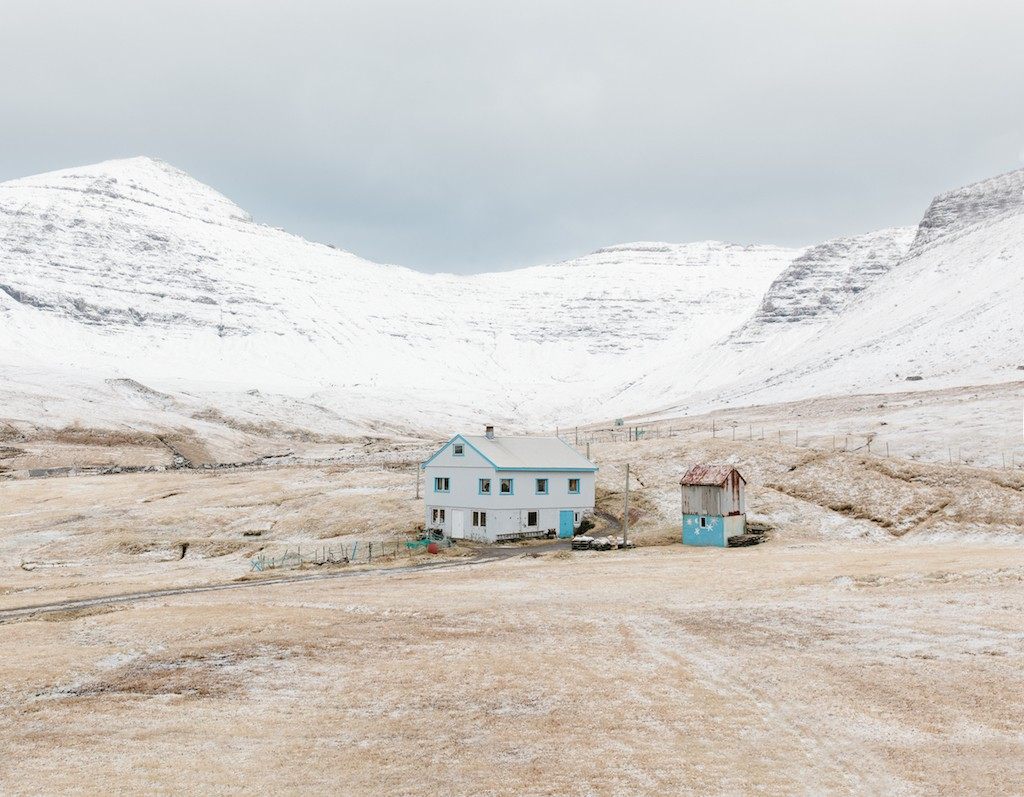 Kevin Faingnaert, House in the village of Gásadalur. Population: 16, 2017 | © Kevin Faingnaert
