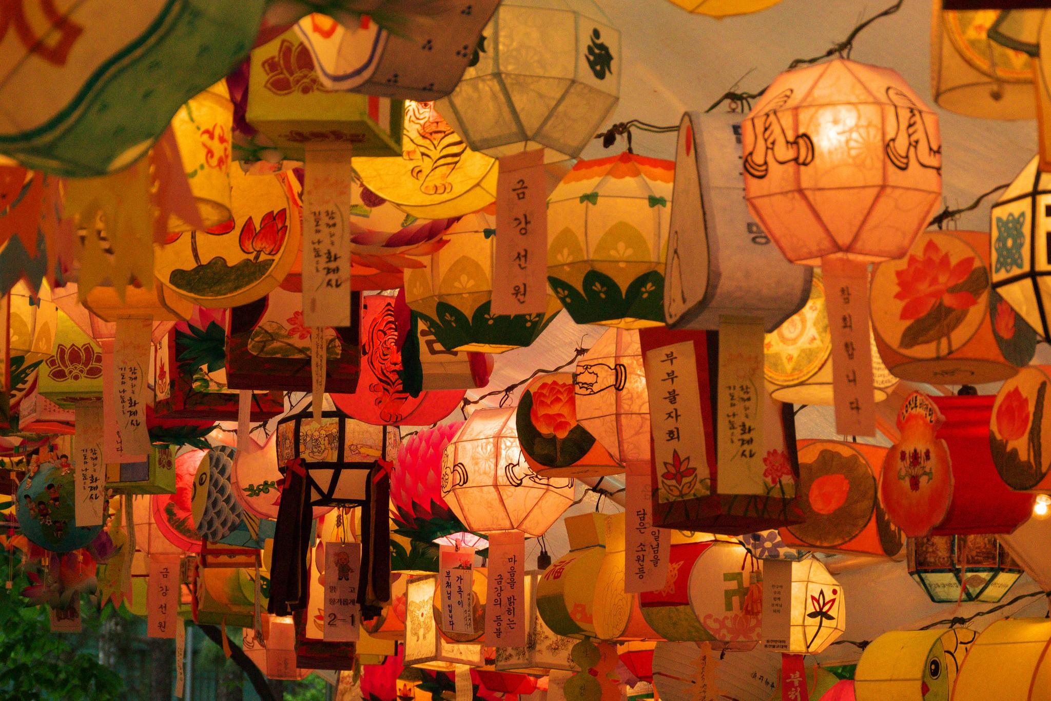 Lotus Lanterns at Jogyesa | © travel oriented / Flickr