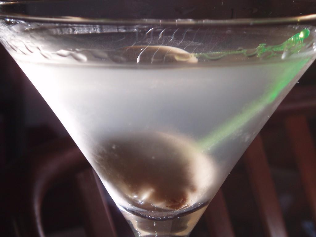 "<a href""https://www.flickr.com/photos/tomhilton/3394933465/"">Martini 101 | Tom Hilton / Flickr</a>"