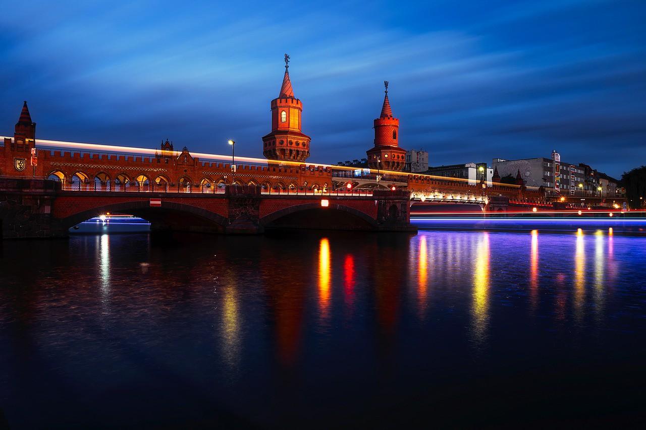 Oberbaumbrüke, the beautiful bridge connecting Fredrichshain and Kreuzberg   © tpsdave/Pixabay