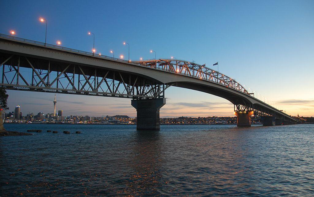 Auckland Harbour Bridge   © Stephen Witherden/Wikimedia Commons
