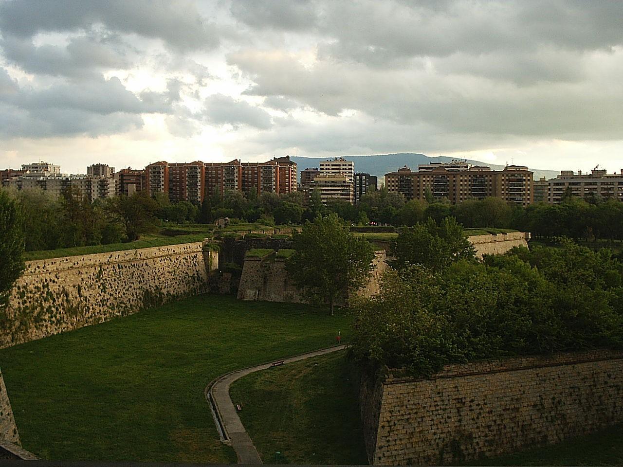 Pamplona City Walls | © luzaide / Wikimedia Commons