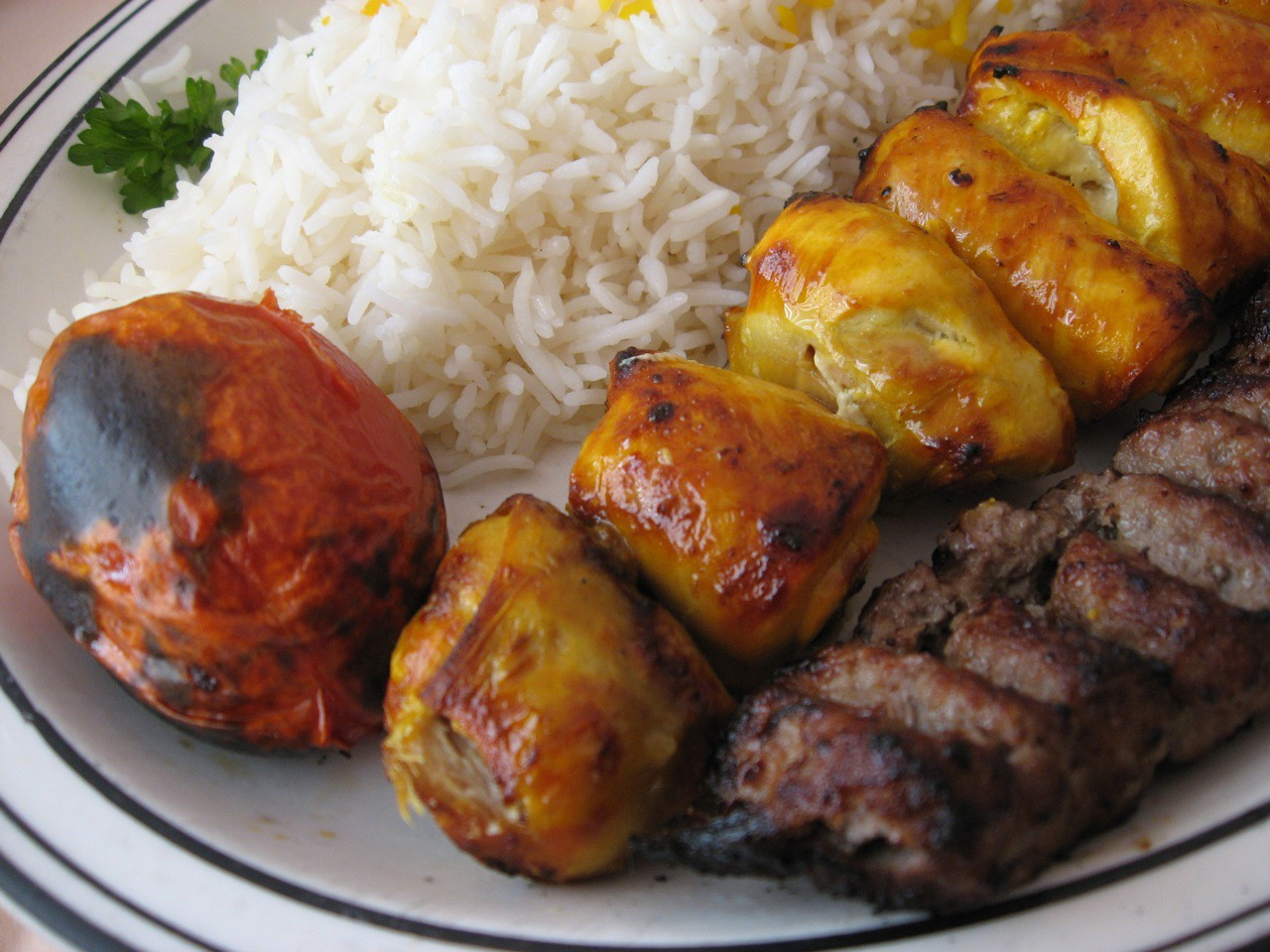 Chicken and beef kebab | © Arnold Gatilao / Flickr